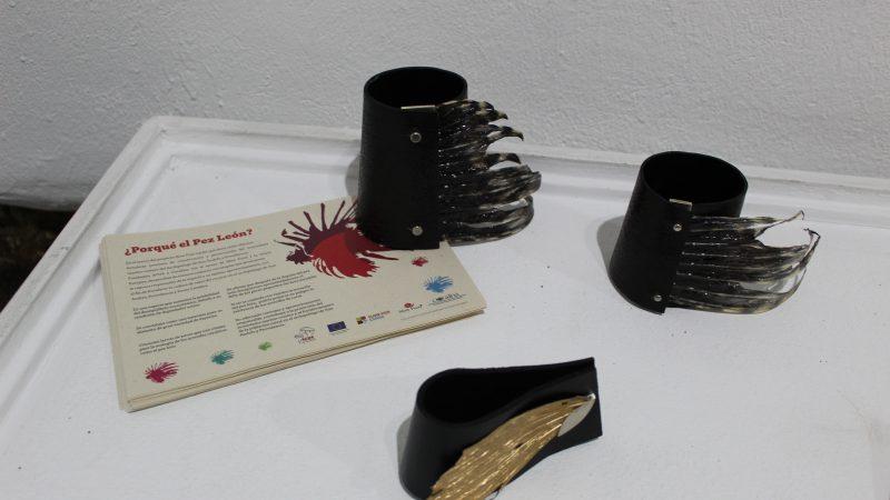 Joyería contemporánea y con aletas de la especie invasora del caribe